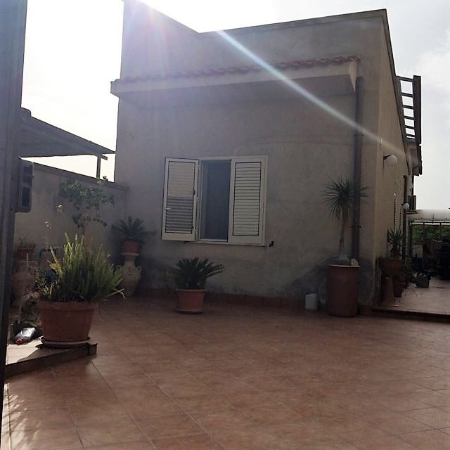 Castelvetrano villetta con spazio esterno immobiliare for Ammobiliare casa
